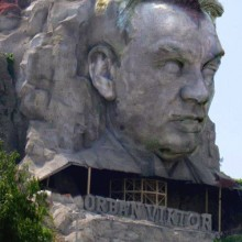 Jól haladnak az Orbán szobor építési munkálatai